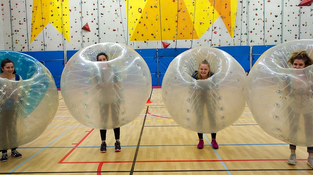 Un match bubble bump (Crédit photo : Lycée Charles Péguy)