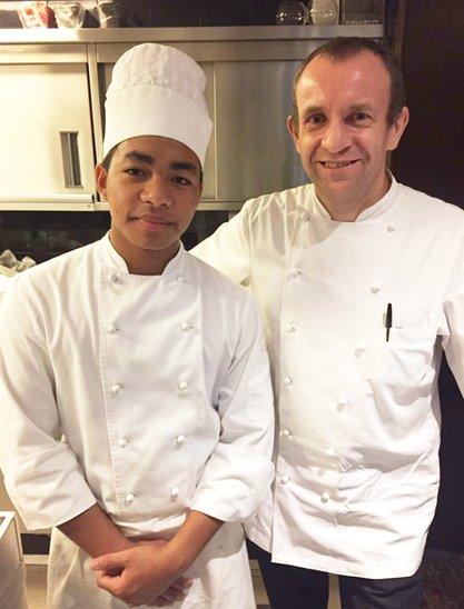 Kanha Putra-Volet et le chef du restaurant Amuz, Gilles Marx (Crédit photo : Kanha Putra-Volet)
