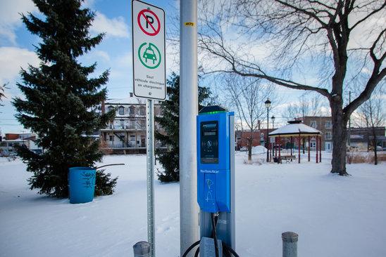 Borne pour voitures électriques au Canada. (Crédit photo : Mairie de Victoriaville)