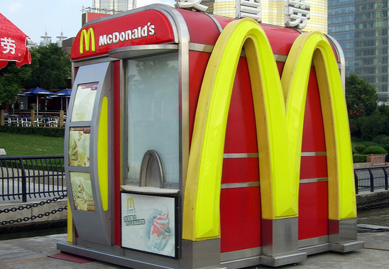 Un Mc Donald's à Shanghaï (Crédit photo : Shizhao - Wikipedia)