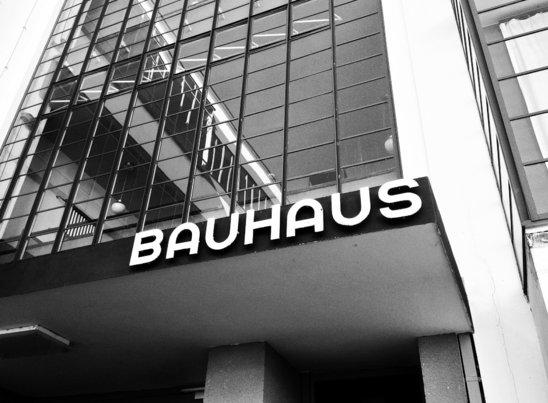Facade du Bauhaus de Dessau (Crédit photo : Alicia1)