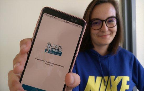 L'application e.Pass jeunes sur smartphone. (Crédit photo : Chloé Rimbert)